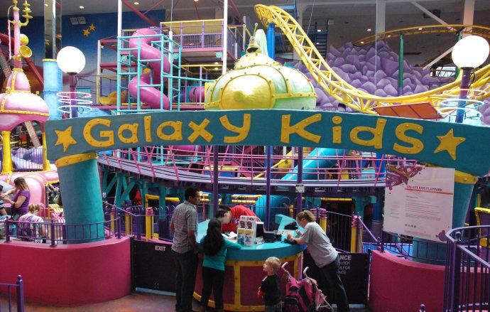 迷你高尔夫球场,台球保龄球中心,宠物动物园,海洋水族馆,冰宫,滑冰场